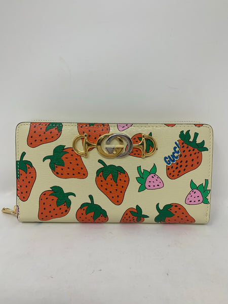 Gucci Zumi Strawberry Print Grainy Leather Zip Around Wallet