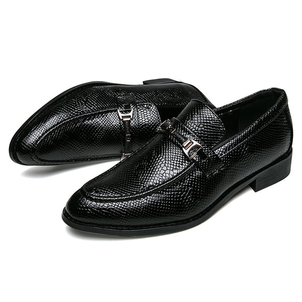 Patent leather brogue shoe