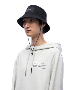 Bucket hat with elastic string - black