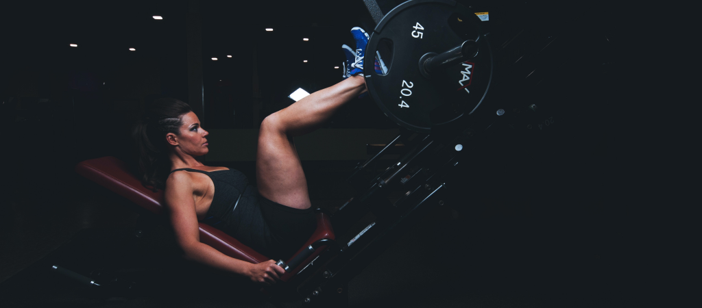 woman leg press heavy weights
