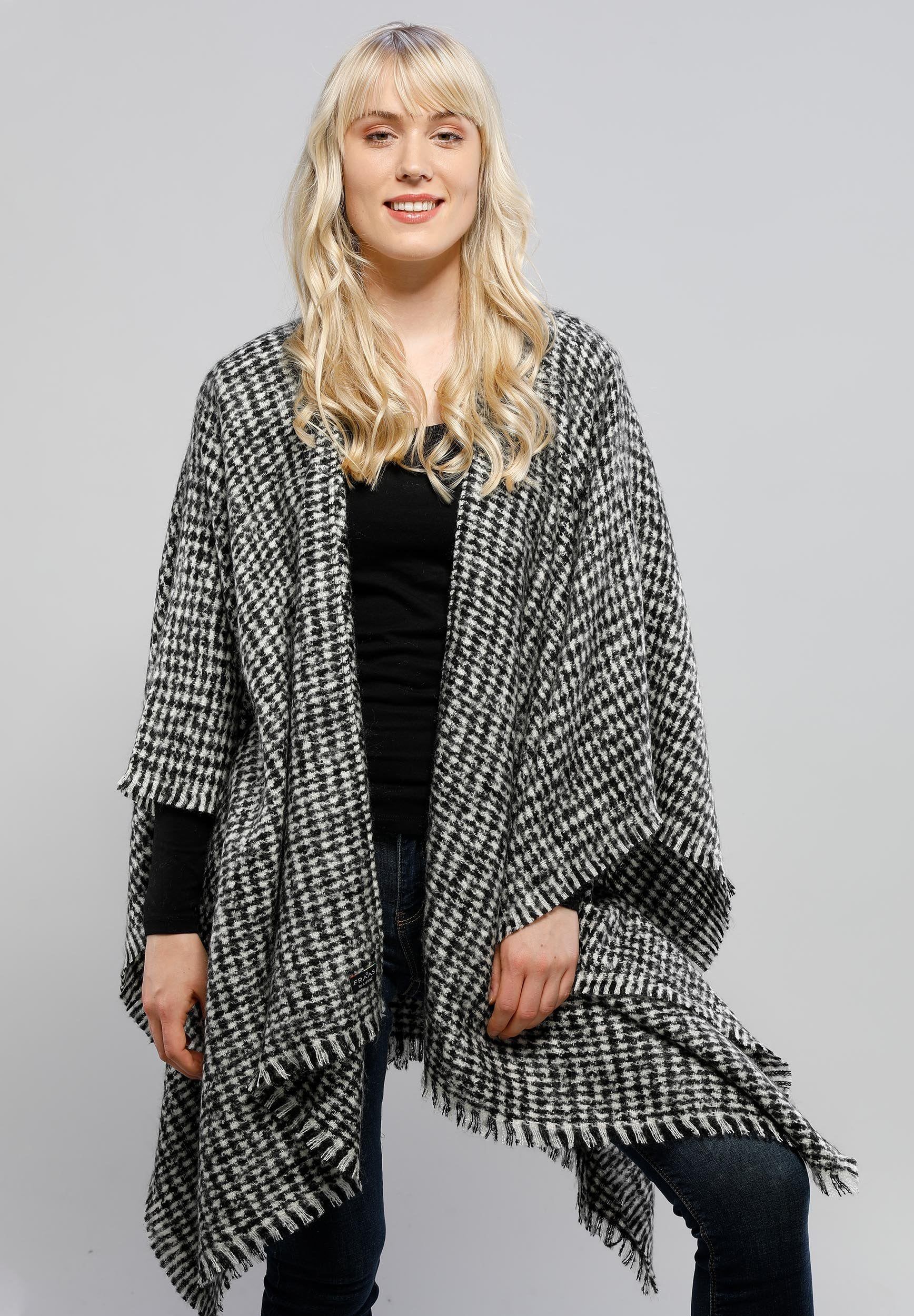 FRAAS Houndstooth Boucle Woven Ruana