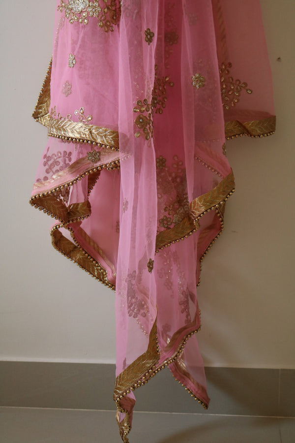Pink dupatta with beaded border and kundan embroidery. Net dupattas. Indian dupatta for salwar kameez for women. Trending dupattas
