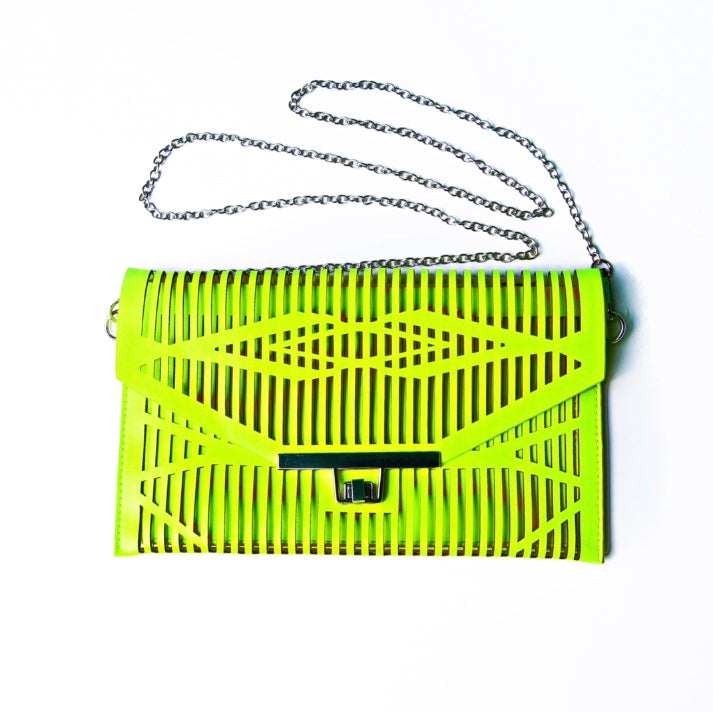 Cut Clutch Chain Crossover/Purse