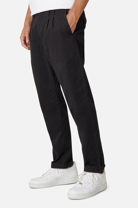 The Montauk Pleated Chino - Black