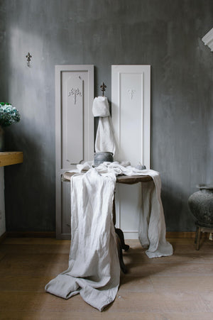 "Load image into Gallery viewer, Handmade linen table runner ""Garda Natural"""
