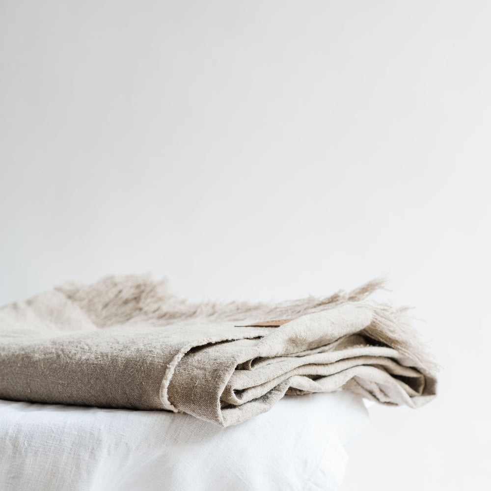"Load image into Gallery viewer, Versatile handmade linen throw ""Elba Natural"""