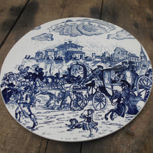 Load image into Gallery viewer, This is a very rare and collectible plate depicting the 'Royal Flight to Varennes' (French: La Fuite à Varennes) of 22 June 1791.
