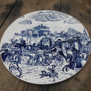This is a very rare and collectible plate depicting the 'Royal Flight to Varennes' (French: La Fuite à Varennes) of 22 June 1791.