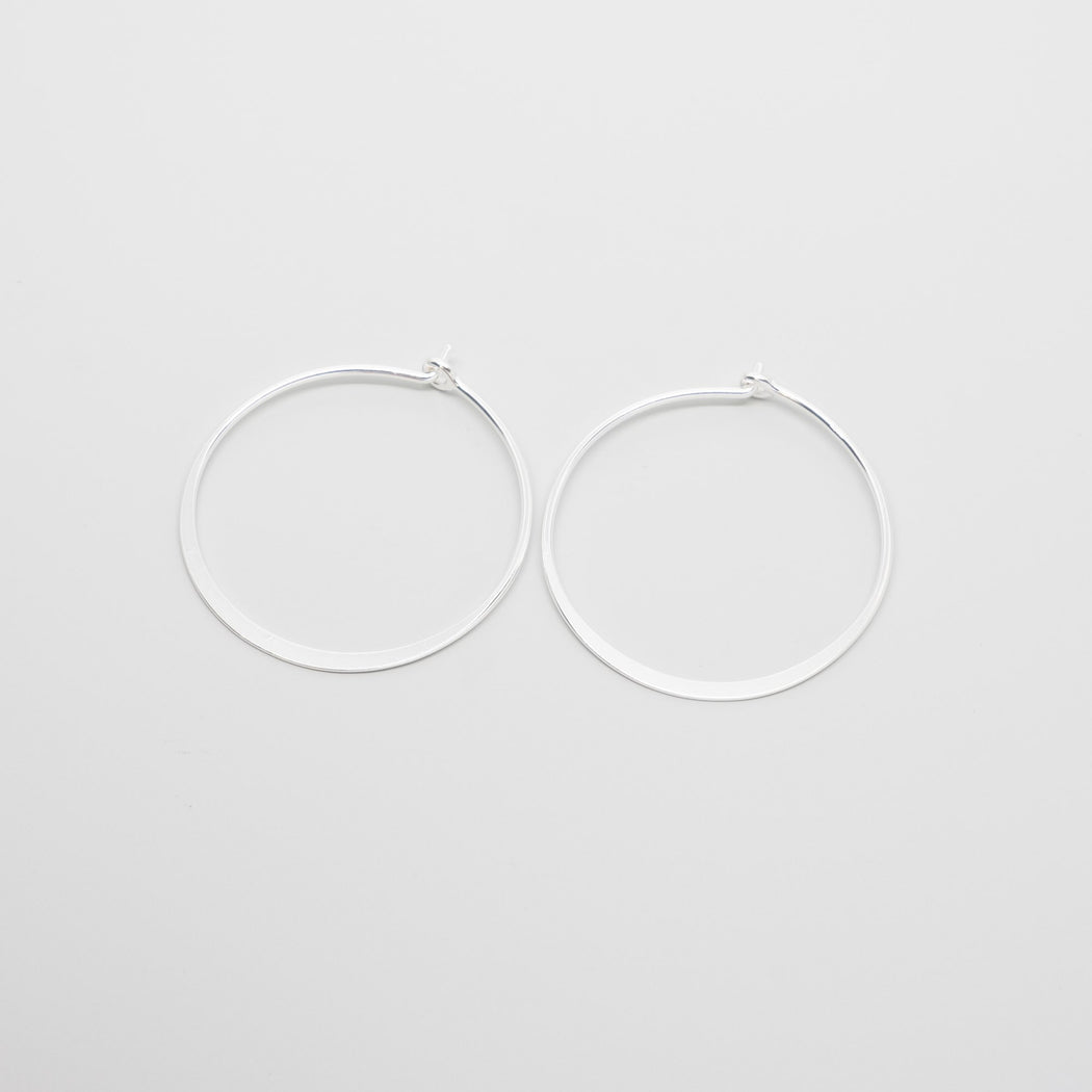 shiny flat hoops - M / L