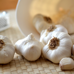 Aromalief 6 spices for arthritis pain relief garlic heads