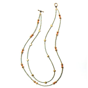Classic SdV is a handmade delicate necklace made of glass seed beads from Japan mixed with Indian brass and faceted carnelian for a simple elegance. This two strand necklace by SASKIA is unique and bohemian feeling.