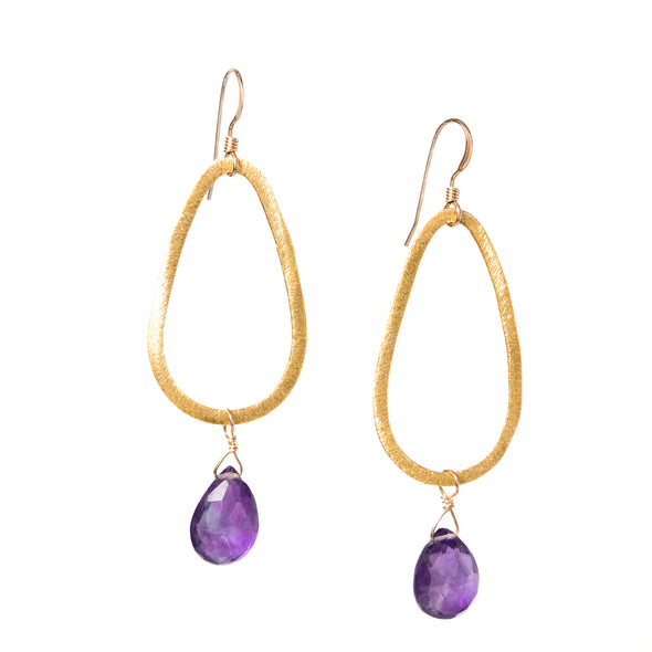 Hand-cut gemstones from Rajasthan, India set on gold vermeil teardrops. Our Gold Teardrop Gemstone Earrings come in a variety of gemstone colors to suit any outfit or style. These gold dangle earrings are a great every day piece. Like all SASKIA jewelry, the Gold Teardrop Gemstone Earrings are handmade in our Brooklyn studio using materials from around the world.