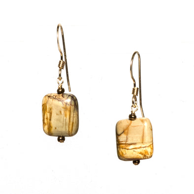 These delicate square earrings by SASKIA are made of jasper from the Picasso mine in western China. The stones on these short dangle earrings come in a range of natural earth-toned colors.