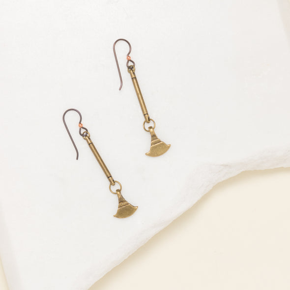 Our Nefertiti earrings are a simple gold pendulum earring. These long dangle earrings come from India and are versatile enough for every day wear.