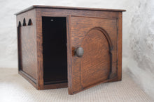 Load image into Gallery viewer, Oak Box With Hinged Door