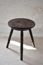 Load image into Gallery viewer, Small Oak Occasional Table