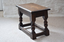 Load image into Gallery viewer, small antique oak side table
