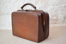 Load image into Gallery viewer, Edwardian Leather Travel Case