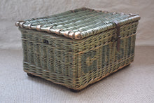 Load image into Gallery viewer, Wicker Lidded Laundry Basket