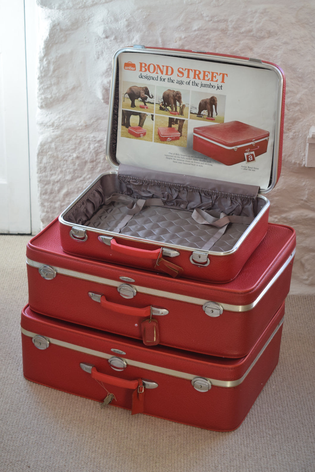 Vintage Set of 3 Red Suitcases