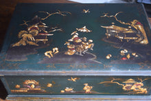 Load image into Gallery viewer, 18th Century Chinoiserie Lacquered Lace Box
