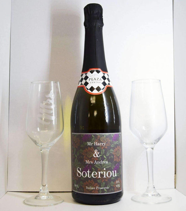 Alkohol Miniaturen:Personalised Wedding Prosecco and Flutes
