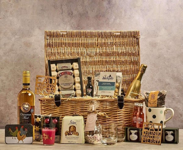 Alkohol Miniaturen:Celebration of Christmas Deluxe Family Hamper - 18 inch