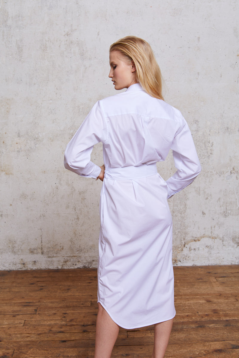 Style#9-ShirtDressLong-WH-BackArmsUp