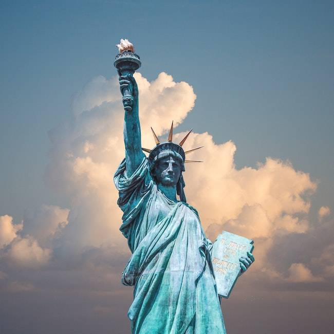 Travel Bug Statue of Liberty NYC | Get the look with Jolie products
