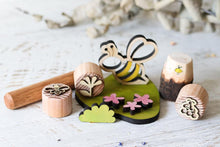 Load image into Gallery viewer, Little Bee Gift Box