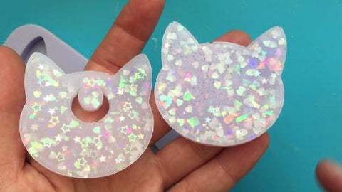 Comparing 2 layer resin charm to 1 layer resin charm