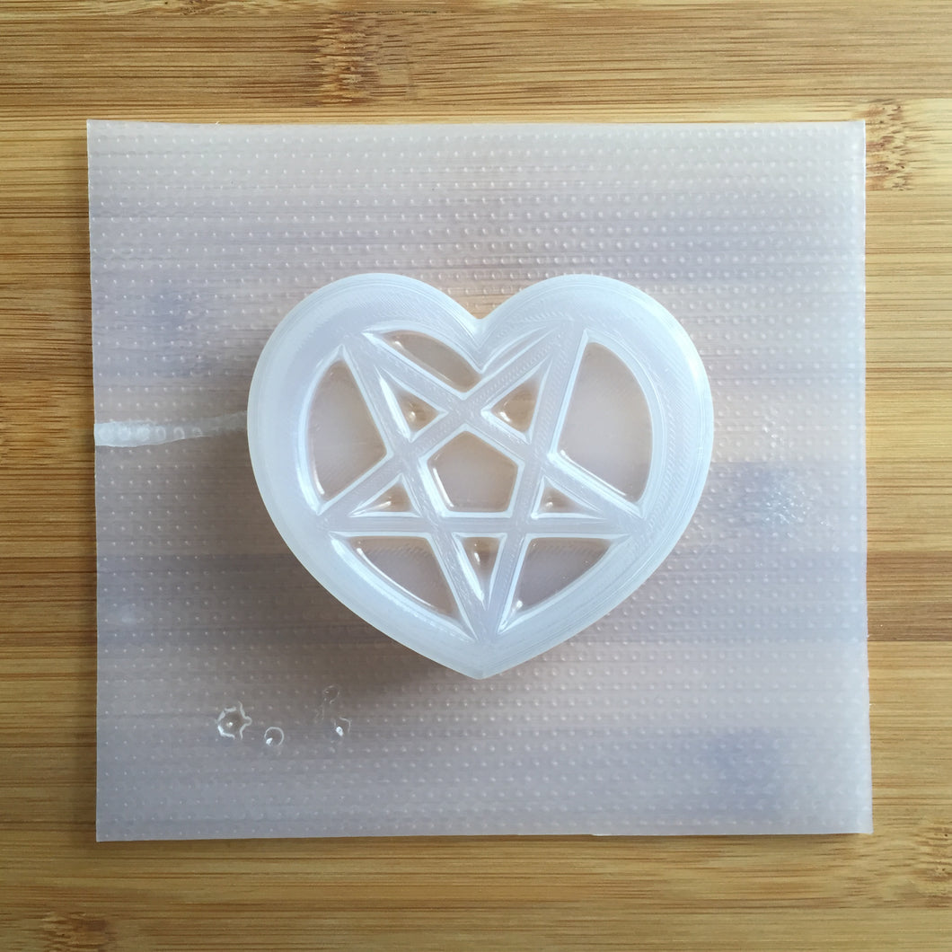 3.9 oz Heart Pentagram Bath Bomb Mold