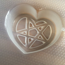 Load image into Gallery viewer, 3.9 oz Heart Pentagram Bath Bomb Mold