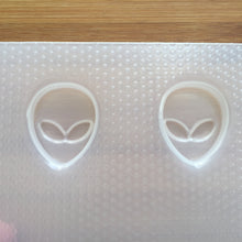 Load image into Gallery viewer, 1 inch Alien Head Plastic Mold - 2 or 9 cavity mold