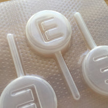 Load image into Gallery viewer, Letter E Lollipop Plastic Mold - Upper case - Circle