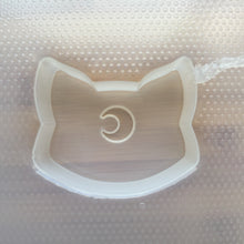 Load image into Gallery viewer, 4.1 oz Moon Cat Plastic Mold