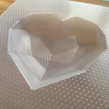Load image into Gallery viewer, Large Geometric Heart Plastic Mold - Gemstone Heart