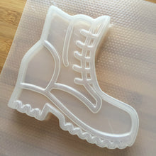Load image into Gallery viewer, 7.4 oz Clunky 90s Boots Plastic Mold