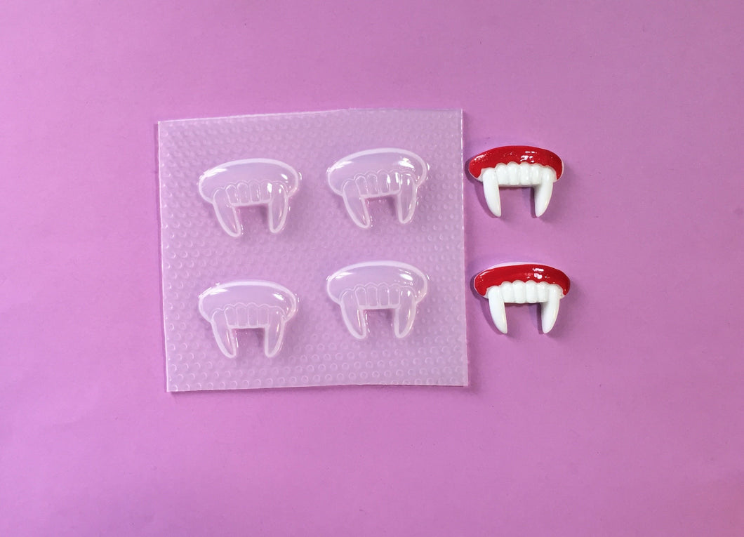3D Vampire Teeth Mold