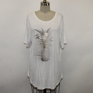 Old Navy White Tee - Size: XL