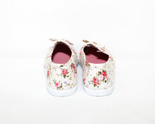 Load image into Gallery viewer, Bella Girl Ivory Floral Printed Shoes - Size: 10