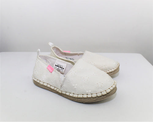 Carter's White Embroidered Shoes - Size: 9