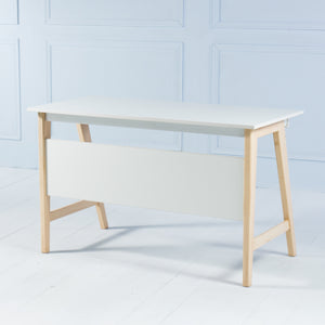 Studio<br><i> <small>Office Desk in White</i></small>