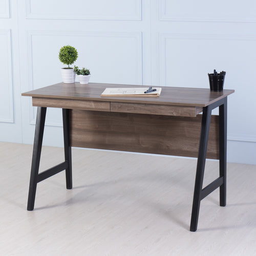 Studio<br><i> <small>Office Desk in Walnut</i></small>
