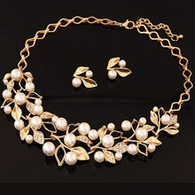 Load image into Gallery viewer, Gold Plated Inlaid With Imitation Diamond Pearl Necklace