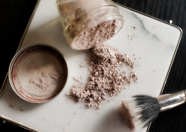 How to make your own natural DIY dry shampoo.