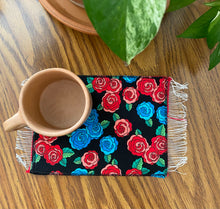 Load image into Gallery viewer, Mug Rug Sarape Reversible Tapetito- Roses/Red Sarape