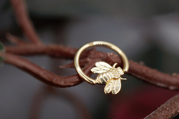18g Yellow Gold Fixed Bead Ring with Bee