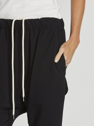 easy pull on drapey pant