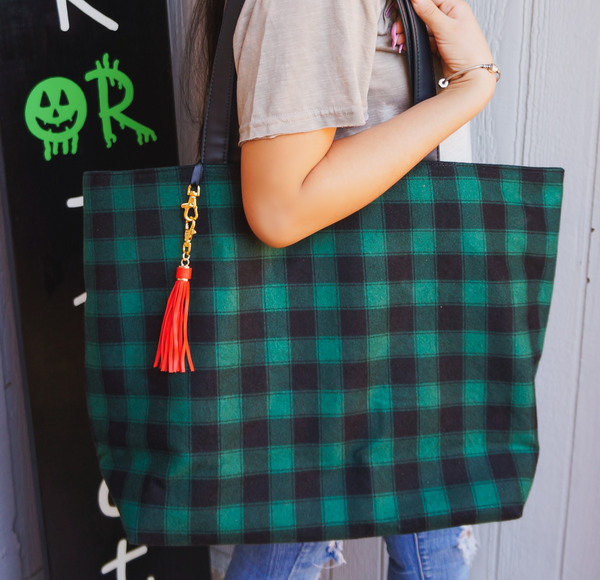 The Outlander Weekender Tote by Makeup Junkie